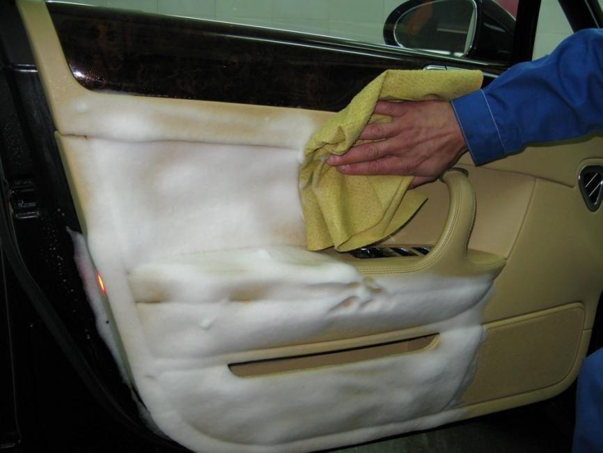 Чим почистити салон машини, кілька практичних способів і порад